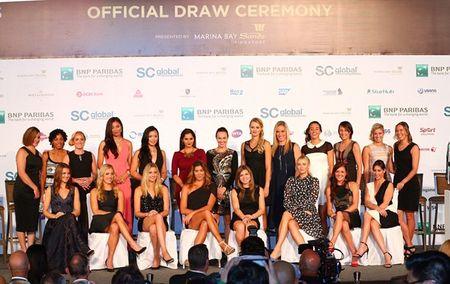 Sharapova va dan nguoi dep banh ni hao huc du WTA Finals - Anh 7