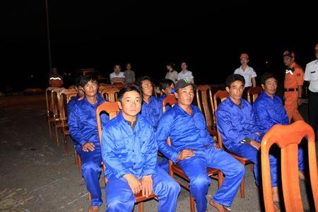 Tau cuu nan Viet Nam quan thao voi tau Trung Quoc suot 3 tieng - Anh 7