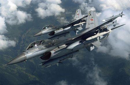 Mo xe tiem kich F-16 TNK ban ha may bay Su-24 Nga - Anh 12