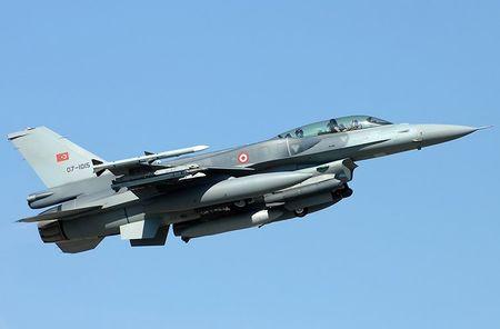 Mo xe tiem kich F-16 TNK ban ha may bay Su-24 Nga - Anh 3