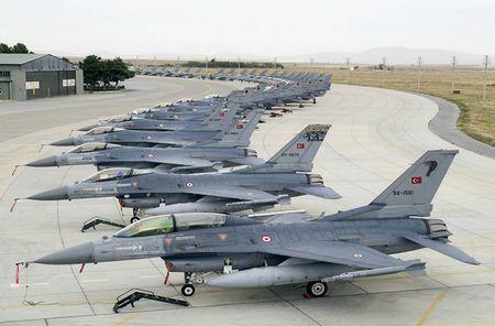 Mo xe tiem kich F-16 TNK ban ha may bay Su-24 Nga - Anh 5