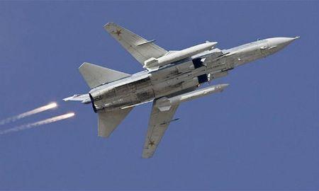 Nga doi bom gan khu vuc may bay Su-24 bi ban roi - Anh 1