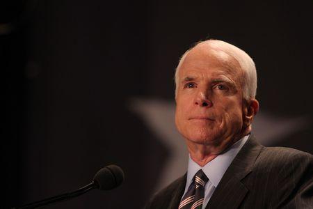 McCain mong Viet Nam thuc thi quyen tu do hang hai - Anh 2