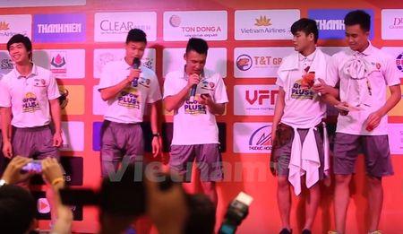 """Cong Phuong cuoi het co, U21 HAGL bieu dien """"Vo nguoi ta"""" - Anh 1"""