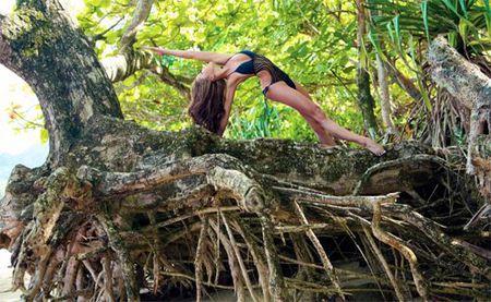 3 co giao yoga noi tieng voi than hinh qua goi cam - Anh 8