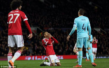 Hoa vo hon truoc PSV, Man United rong cua du Europa League - Anh 3