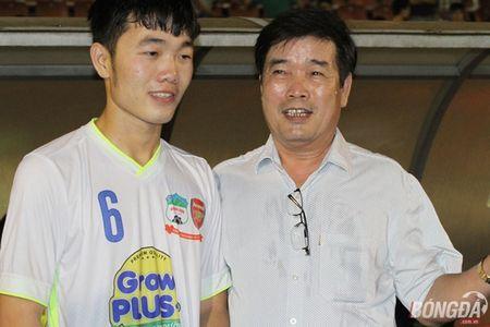 Xuc dong nhin bo tien ve Xuan Truong chuc mung chien thang con trai - Anh 1