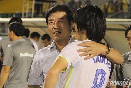Xuc dong nhin bo tien ve Xuan Truong chuc mung chien thang con trai - Anh 3