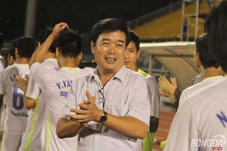 Xuc dong nhin bo tien ve Xuan Truong chuc mung chien thang con trai - Anh 5