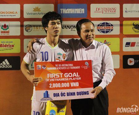 Xuc dong nhin bo tien ve Xuan Truong chuc mung chien thang con trai - Anh 7