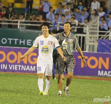 Xuc dong nhin bo tien ve Xuan Truong chuc mung chien thang con trai - Anh 8