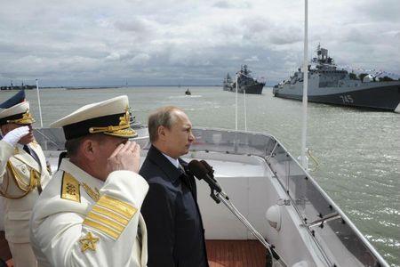 Chum anh Tong thong Putin trong vai tro Tong tu lenh - Anh 9