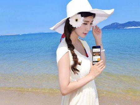 """Ngam """"tien nu bikini"""" tao dang cung smartphone thoi thuong - Anh 7"""
