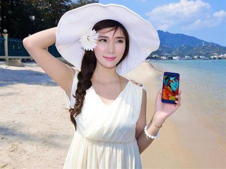 """Ngam """"tien nu bikini"""" tao dang cung smartphone thoi thuong - Anh 8"""