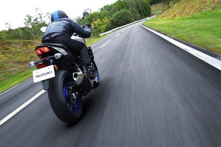 "Suzuki SV650 se ""tai xuat giang ho"" vao nam 2016 - Anh 9"