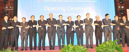 KHAI MAC ASEAN TELMIN 15:Cong dong ASEAN phat trien toan dien, an toan va ben vung tren nen tang so - Anh 1