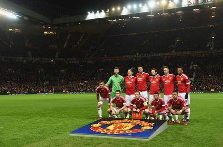 Hang cong 'hoa go', Man United mua day buoc minh - Anh 2