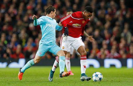 Hang cong 'hoa go', Man United mua day buoc minh - Anh 7