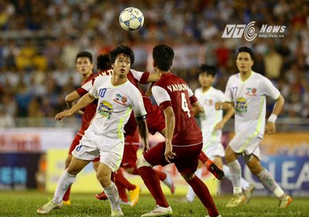 Cong Phuong sang bung pham chat ngoi sao, U21 HAGL nghet tho ha U21 Viet Nam - Anh 1