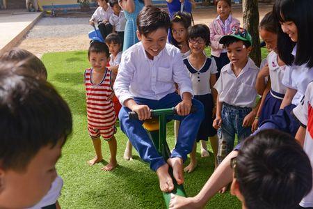 "Bo ba ""Hoa vang tren co xanh"" vui mung gap go Oc Thanh Van - Anh 6"