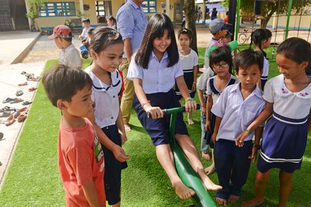 "Bo ba ""Hoa vang tren co xanh"" vui mung gap go Oc Thanh Van - Anh 7"