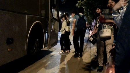 """Phong su anh: Nhieu lai xe cho cong nhan Samsung """"mu"""" luat giao thong? - Anh 10"""
