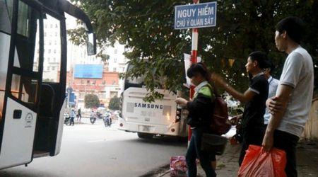"""Phong su anh: Nhieu lai xe cho cong nhan Samsung """"mu"""" luat giao thong? - Anh 4"""