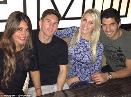 Messi, Suarez dan ban gai an mung chien cong - Anh 4