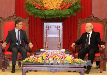 Tong Bi thu Nguyen Phu Trong tiep Dai su Lao - Anh 1
