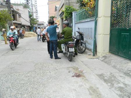 Truy tim doi tuong na sung vao nguoi nuoc ngoai - Anh 1