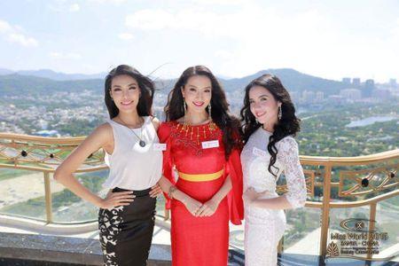 Lan Khue xinh dep tai Miss World, Le Quyen bi che dien do 'que' - Anh 1