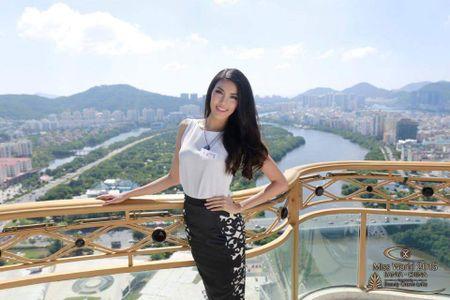 Lan Khue xinh dep tai Miss World, Le Quyen bi che dien do 'que' - Anh 2