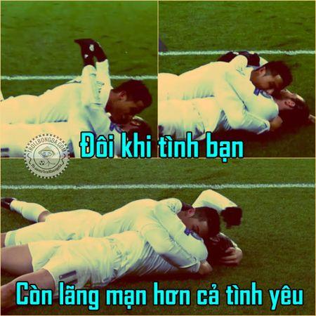 Anh che: Khi Klopp tang Van Gaal, Wenger nhung... chai C2 mat lanh - Anh 4
