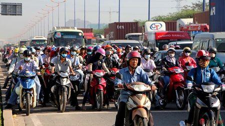 "CSGT muot mo hoi ""ho het"" duoi nang nong - Anh 2"