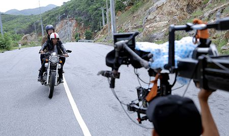 Ly Hai gap tai nan nghiem trong tren phim truong - Anh 2