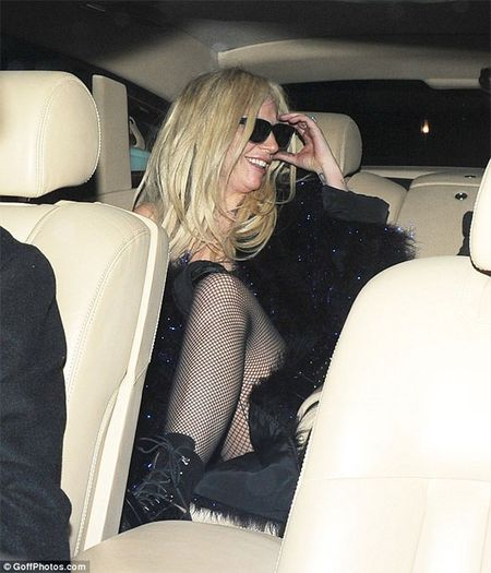 Lady Gaga dau toc bu xu, 'uon eo' tren duong pho - Anh 6