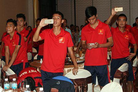 "Cong Phuong & U21 HAGL ""quay"" voi hit ""Vo nguoi ta"" - Anh 5"