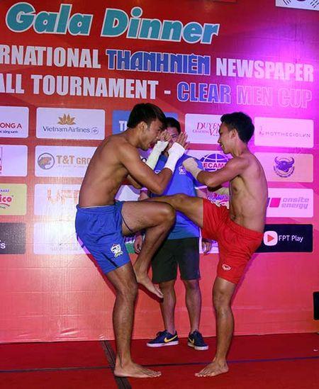 "Cong Phuong & U21 HAGL ""quay"" voi hit ""Vo nguoi ta"" - Anh 6"