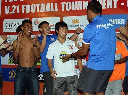 "Cong Phuong & U21 HAGL ""quay"" voi hit ""Vo nguoi ta"" - Anh 7"