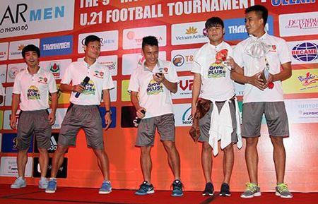 "Cong Phuong & U21 HAGL ""quay"" voi hit ""Vo nguoi ta"" - Anh 9"