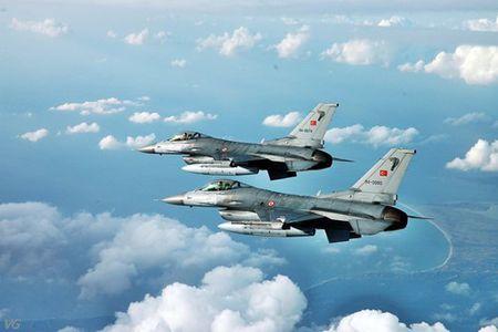 [ANH] Suc manh cua F-16 trong bien che khong quan Tho Nhi Ky - Anh 11