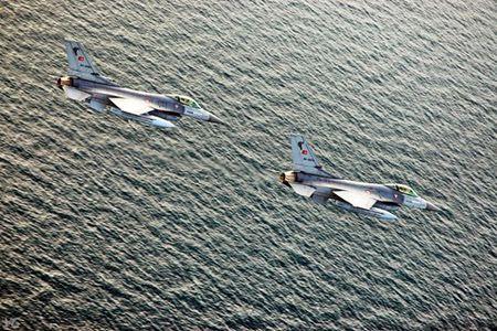 [ANH] Suc manh cua F-16 trong bien che khong quan Tho Nhi Ky - Anh 12
