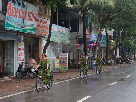 CSTT thuong xuyen tuan tra bang xe dap: Pho phuong gon gang hon - Anh 1