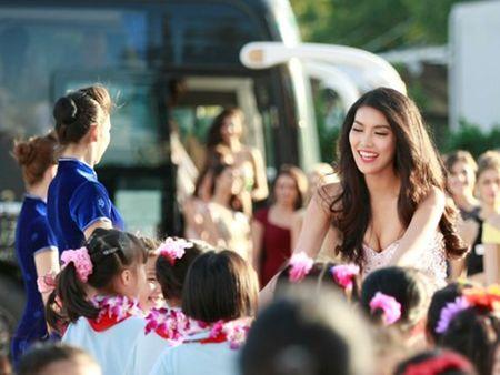 "Cuoc thi ""Hoa hau The gioi 2015"": Lan Khue gay an tuong dac biet - Anh 1"
