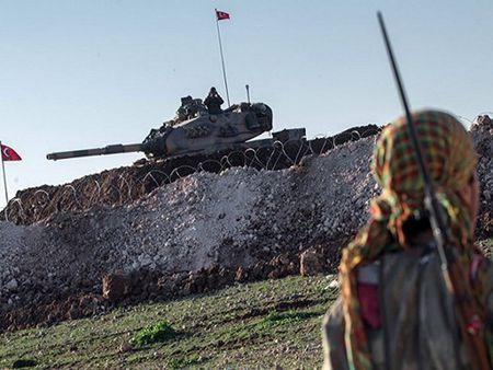 Tho Nhi Ky trien khai them 20 xe tang toi bien gioi Syria - Anh 1