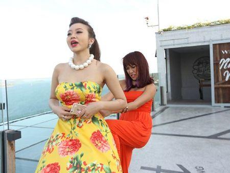 Bao Lam xui Dieu Nhi dan mat phong vien bang…chuoi - Anh 3