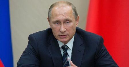 Tong thong Putin tang thuong cho nhung nguoi hy sinh o Syria - Anh 1