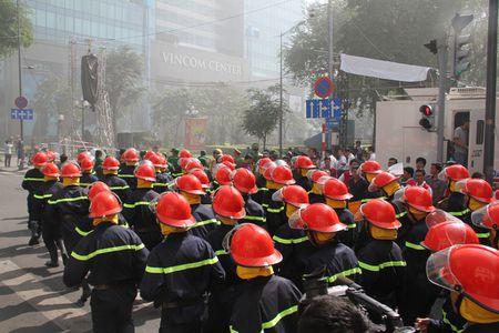 TP Ho Chi Minh: Cam 3 tuyen duong, 2000 nguoi tong duyet chua chay tai trung tam thanh pho - Anh 7
