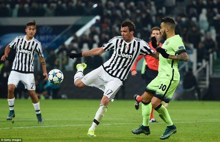 Ha Man City, Juventus danh chiem ngoi dau bang - Anh 1