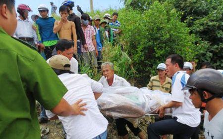 Quang Binh: Phat hien mot thi the troi dat vao bo - Anh 2